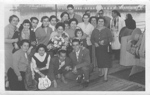 Picture from the departure of Coral Sanz from Cadiz to Buenos Aires, with Puri Zahino and family